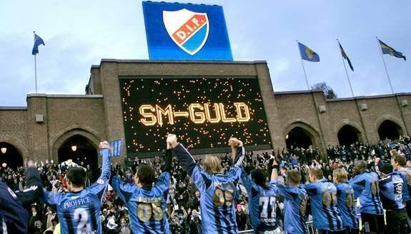 Djurgården är en av Sveriges största och anrikaste föreningar. Men klubben lever inte enbart på gamla framgångar. Enbart under 2000-talet har blåränderna vunnit tre SM-guld och på söndag har man chans på det fjärde. Men för att uppleva dessa scener igen måste Brommapojkarna besegras helst med många mål. Foto: Claudio Bresciani/Scanpix