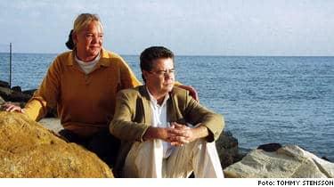 TVINGADES FLY. Magnus Eriksson anmäldes för att ha lagrat barnporr i sin dator på Lunds universitet. Han och hans fru Katarina tvingades fly till Alicante i Spanien, men nu har han helt friats från misstankarna.