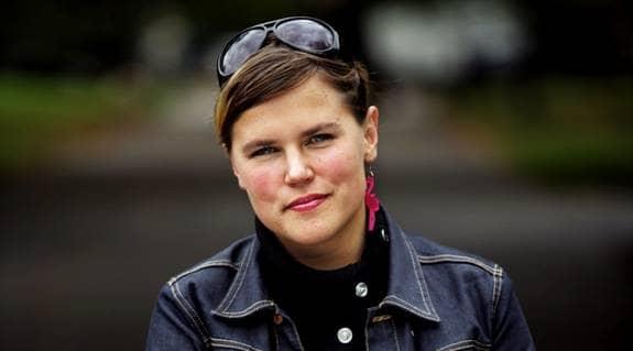 """Mia Skäringer från populära """"Mia och Klara"""" berättar nu om sorgen efter sin alkoholiserade far. """"Det är en komplicerad sorg, så mycket dåligt samvete"""", säger hon. Foto: Scanpix"""