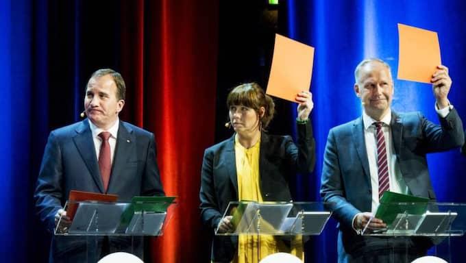 """ONSDAG. Stefan Löfven kunde inte bestämma sig om kärnkraften i Expressens partiledardebatt. Han kunde inte bestämma sig för om dagens kärnkraftsreaktorer ska ersättas med nya. S-ledarens insats fick stark kritik med omdömen som """"tabbe"""", """"blunder"""" och """"bristande politisk erfarenhet"""". Foto: Jens L'Estrade"""