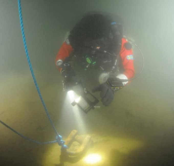 Dykarna har gjort två expeditioner till den mystiska cirkeln. Nu har man hittat något som liknar en trappa intill cirkeln. Bilden är från en tidigare dykning. Foto: OCEAN X TEAM