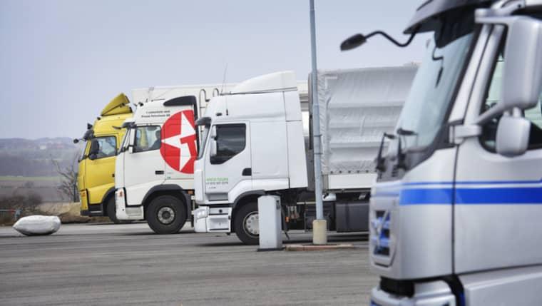 Chauffören kom två dagar för tidigt till färjan i Rostock. I väntan på sin bokade båt parkerade han sitt ekipage.Men när han skulle hämta transporten på avresedagen var allt borta. OBS, genrebild. Foto: Lasse Svensson