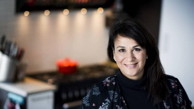 Alexandra Zazzi visar upp sitt lyxkök i villan i Sävedalen. Foto: Robin Aron