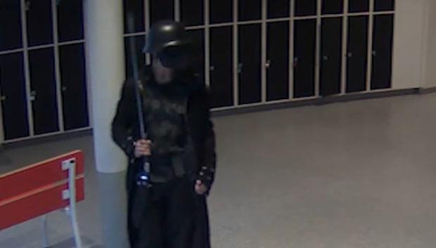 Här går skolmördaren runt med svärd i korridorerna