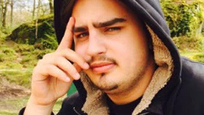 Andi Beuca, 20, la sin mobil på laddning över natten - då började den brinna. Foto: Privat