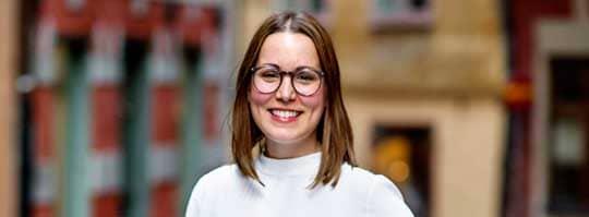 VILL FÖREBYGGA DEMENS. 31-åriga Maria Åkergren äter som vanligt fem dagar i veckan och fastar två dagar. Metoden tros kunna förebygga och lindra demenssjukdom och Marias pappa Jan dog 58 år ung i frontallobsdemens. Foto: Lisa Mattisson