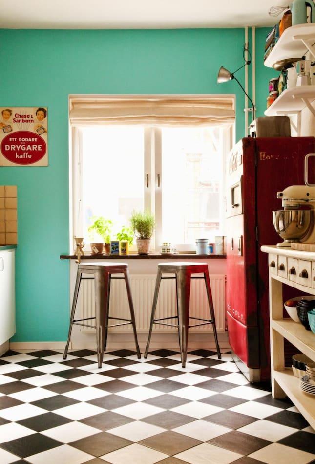 Titta in i sofie roberts fantastiska hem leva bo for Retro kitchen ideas pinterest