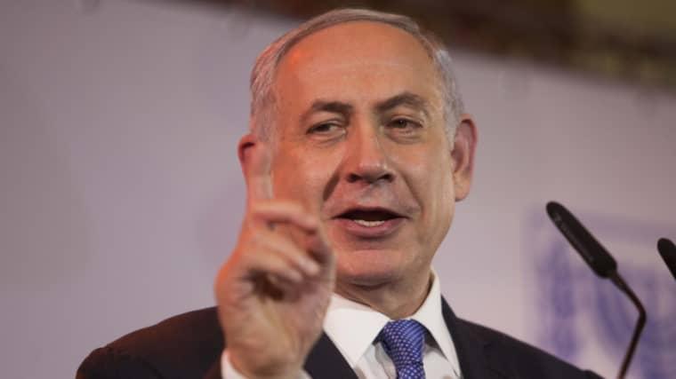 """""""Skandalöst, omoraliskt och korkat,"""" säger Benjamin Netanyahu. Foto: Dan Balilty"""