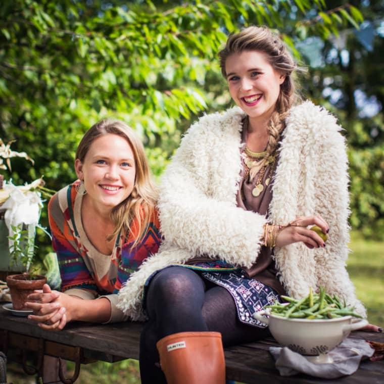Elenore Bendel-Zahn och Karoline Jönsson. Foto: SVT
