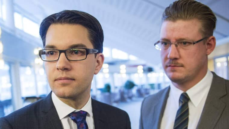 """Linus Bylund (till höger) om att ytterligare fyra SD-politiker avslöjats för att ha skrivit anonyma kommenterar på hatsajter: """"Använder man sig av sådana kommentarer i vårt parti är man inte välkommen."""" Foto: Suvad Mrkonjic"""