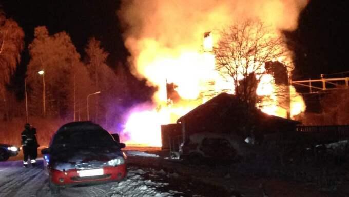 Räddningstjänsten fick in larmet om branden strax efter midnatt. Foto: Privat