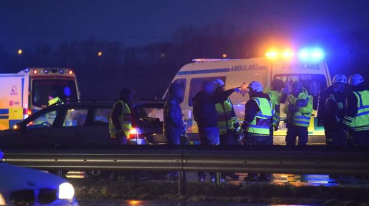 Flera bilar var inblandade i olyckan. Foto: Andreas Holm