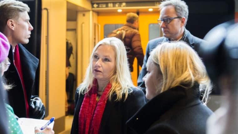 Infrastrukturministern Anna Johansson (S) tog under måndagen tåget från Danmark till Sverige. Foto: Emil Langvad