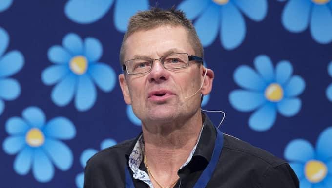 Bengt Malmberg, SD:s säkerhetsnsvarige, vill inte svara på frågor när Expressen läser upp konkreta exempel på partiets mejlövervakning. Foto: Sven Lindwall