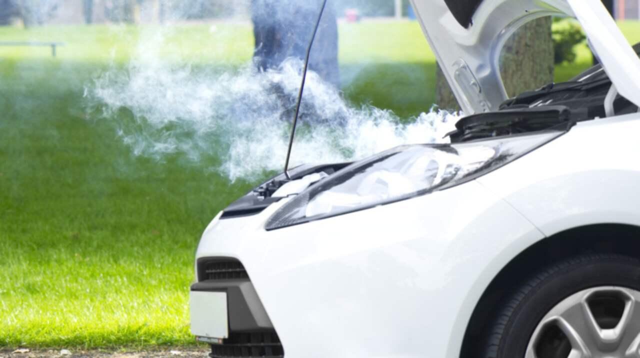 Luktar bränt i bilen