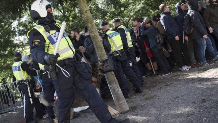 Enligt tidningen Skånska Dagbladet ljuger polisen om att motdemonstranterna i Malmö kastade sten mot dem. Foto: Tomas Leprince