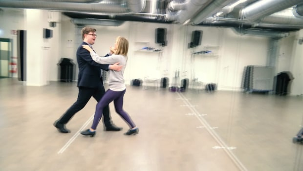 Nobelskolan: Expressens Elias Giertz lär sig dansa vals
