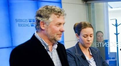 Miljöpartiets språkrör Peter Eriksson och Maria Wetterstrand mötte pressen i går. Foto: Christian Örnberg
