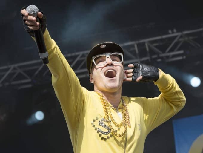 """""""Sean Banan ÄR ju Melodifestivalen. Han har skickat in en låt"""", säger en uppgiftslämnare. Foto: Roger Vikström"""