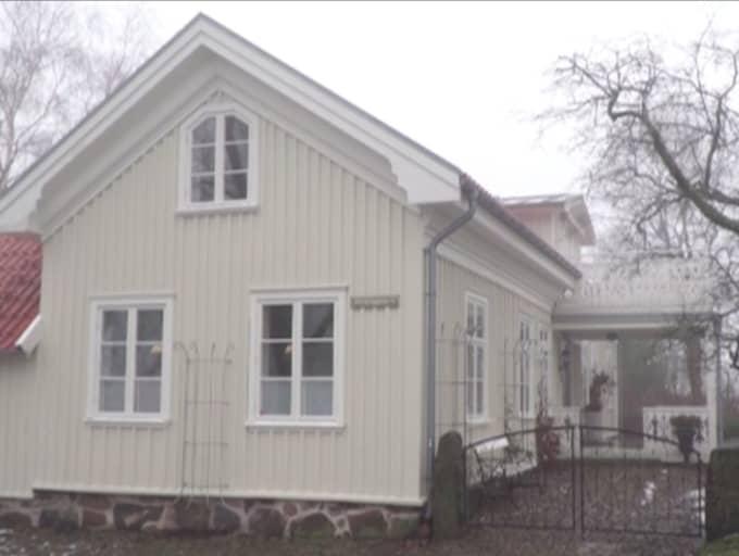 HÄR BOR HAN. Martin Jönsson bor i en villa på 612 kvadratmeter i centrala Varberg och äger en Volvo XC90.