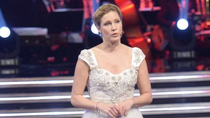"""Almenäs klänning var dock längre och mer täckande: """"Du är min slampiga version"""", sa Almenäs till Adrian. Foto: Olle Sporrong"""