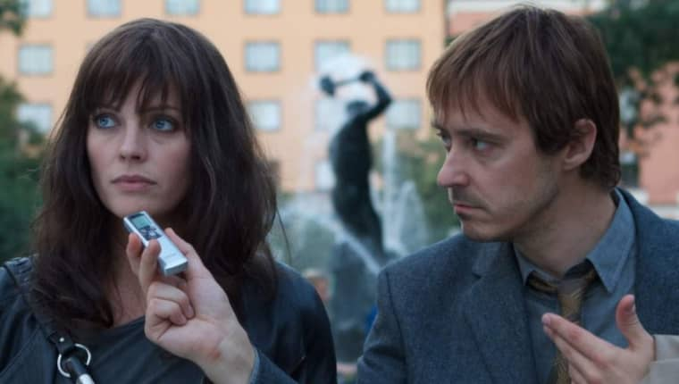 """Josephine Bornebusch och Jonas Karlsson i """"Hallonbåtsflyktingen""""."""