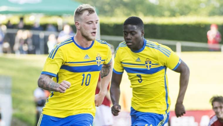 Isak Ssewankambo (till höger) tillsammans med John Guidett under en U21-landskamp förra sommaren. Foto: Christian Örnberg