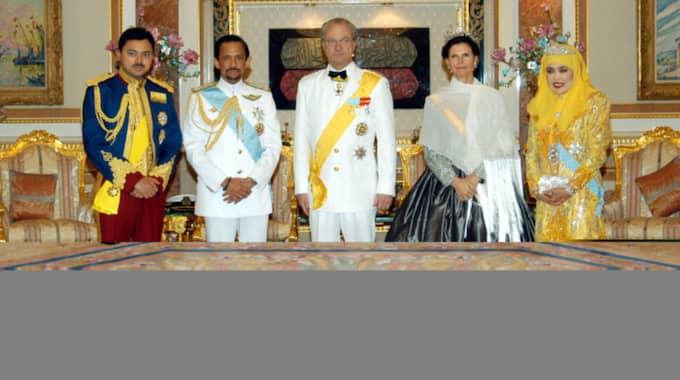 2004 fick kung Carl XVI Gustaf stark kritik för sitt besök - och sina uttalanden - om sultanen i Brunei.