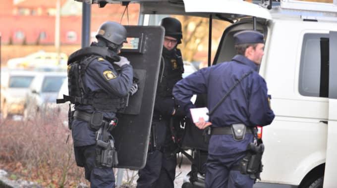 Polisen jagar efter gärningsman. Foto: Niklas Luks/Nyhetswebben