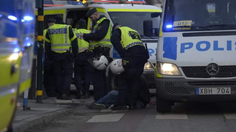 I korsningen Regeringsgatan/Hamngatan blev fyra personer misshandlade. Tre personer greps i samband med bråken. Foto: Meli Petersson Ellafi