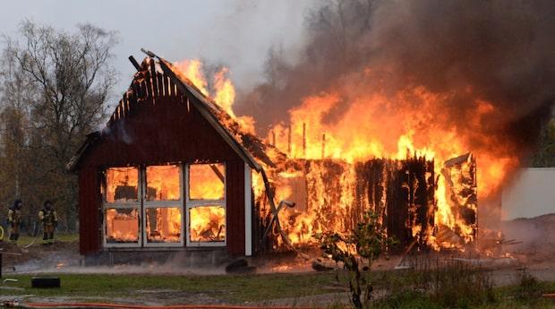 Hus totalförstört i kraftig brand
