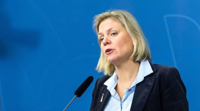 Nu beklagar finansminister Magdalena Andersson att den nya bankskatten inte kan införas förrän 2018. Foto: Pelle T Nilsson/AOP-IBL