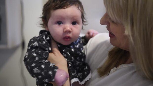 Sattes i en taxi – fyra timmar efter förlossningen