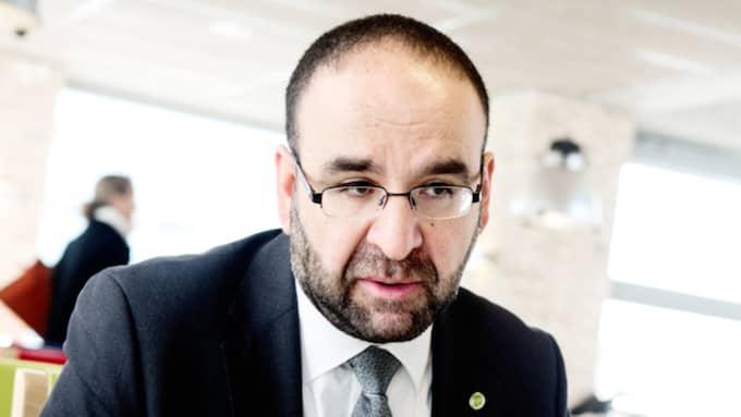 Bostadsminister Mehmet Kaplan hänvisar i princip alla frågor om Margot Wallströms lägenhet till statsminister Stefan Löfven. Foto: Anna Svanberg