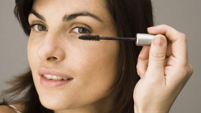 Använd aldrig en torr mascara – den kommer att smula även om du sätter i  vatten 0cfb028db8a16