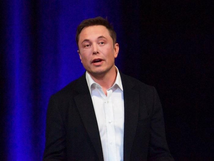 I ett internt mejl skriver vd:n Elon Musk att Tesla uppnått en produktion av 1 000 Model 3 om dagen.