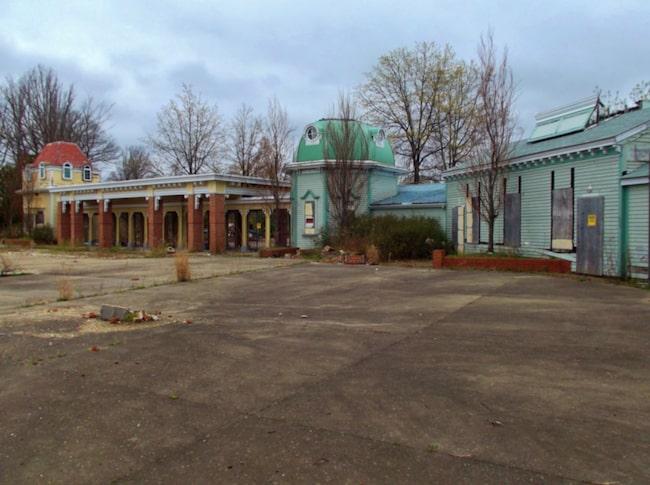"""<span>I dag är nöjesparken stängd och igenväxt. Foto: <a href=""""https://www.flickr.com/photos/billb1961/7043498455/"""" target=""""_blank"""">Flickr/Bill Baker</a></span>"""