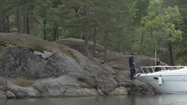 Två personer hittade döda på båt