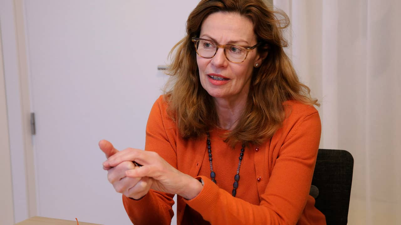 Brigitte Bonnesens fallskärm dras tillbaks