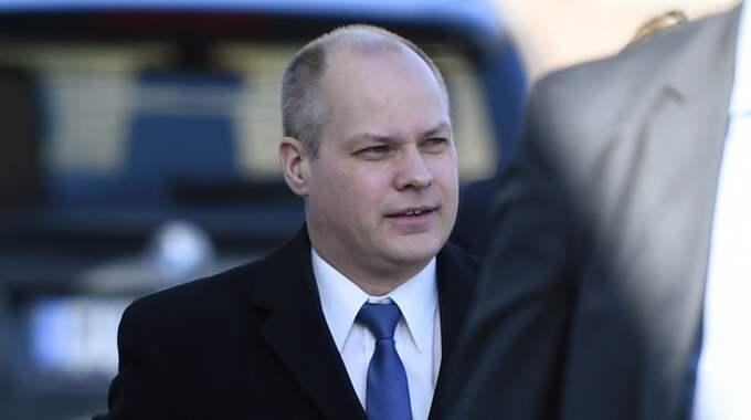 Men justitieminister Morgan Johansson säger nej och kräver i stället en förklaring. Foto: Emil Langvad/Tt / TT NYHETSBYRÅN