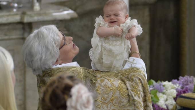 Prins Oscar gav inga större ljud från sig under dopet. Foto: Jonas Ekströmer/TT