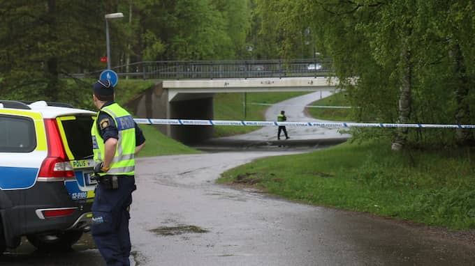 Polisen har spärrat av ett flertal gångtunnlar i samma område som våldtäkten ska ha inträffat. Foto: MATS HÖGDAHL / MATS HÖGDAHL EYEWITNESS PICTURES SWEDEN