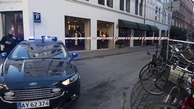 Polisen ville efteråt inte uppge något värde av det stulna. Efter gärningen flydde rånarna ut via en sidogata och tog sig från platsen i en äldre grå Audi. Foto: ANNE B?K / SCANPIX DANMARK TT NYHETSBYRÅN