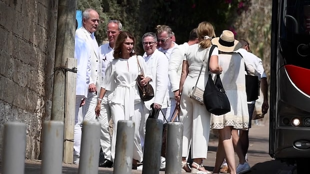 """Här anländer gästerna till Bindefelds """"white party"""""""