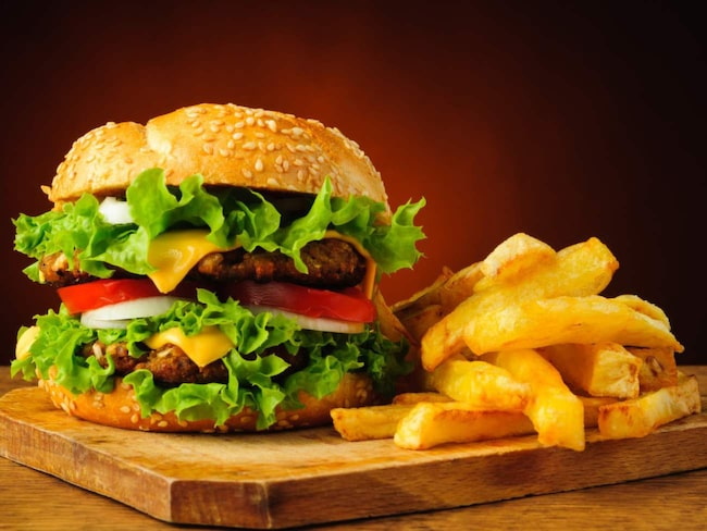 <span>Inte mindre än fyra hamburgerhak tar sig in på listan över Stockholms bästa och billigaste snabbmat.<br></span>