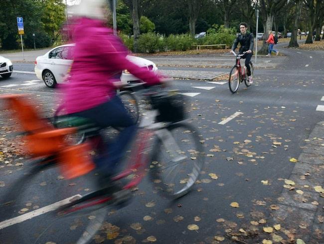 En särskilt utsatt grupp är cyklister i städer som på vardagar cyklar i tät trafik. Enligt If Skadeförsäkring har trafikplaneringen i städerna under lång tid saknat cykelperspektivet.