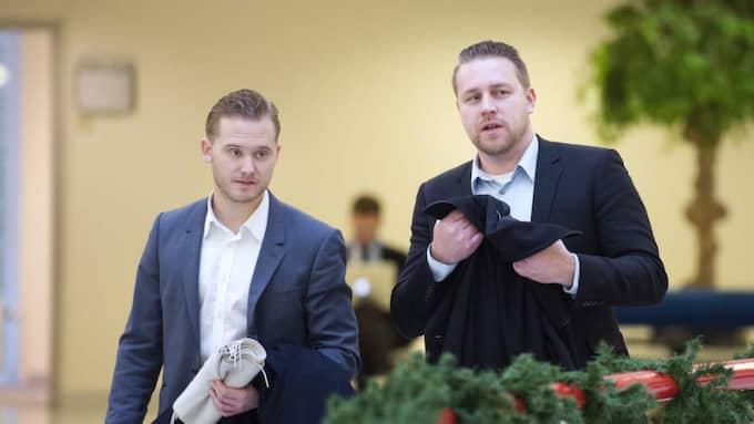 Henrik Vinge, pressekreterare hos Sverigedemokraterna tillsammans med tillfällige partiledaren Mattias Karlsson. Foto: Sven Lindwall