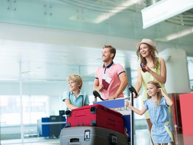 Ska ni ut och resa i sommar? Glöm då inte att ta med era EU-kort och att de är förnyade!