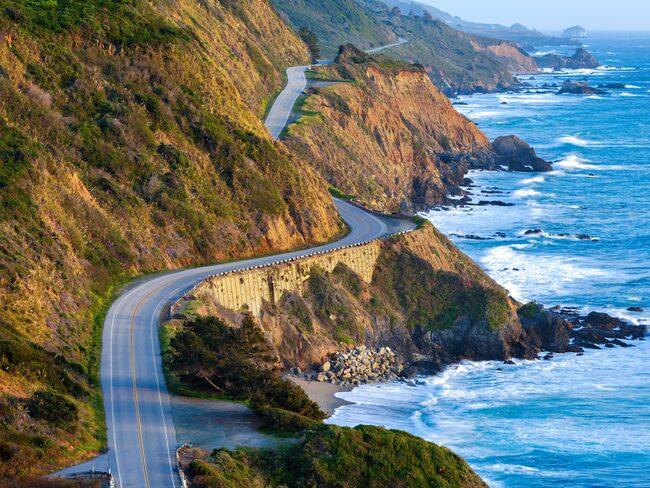 Den ikoniska vägen Pacific Coast Highway i Kalifornien, USA, är kanske mer känd som California State Route 1.