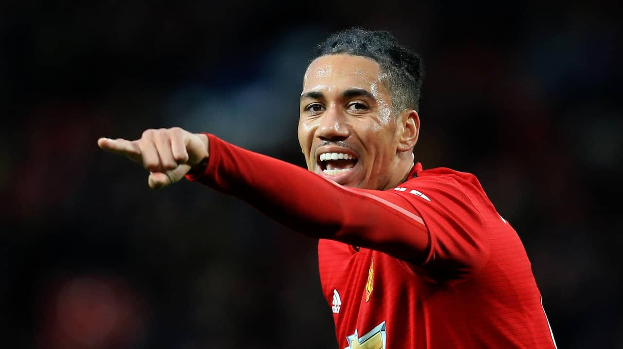 Chris Smalling förlänger med Manchester United